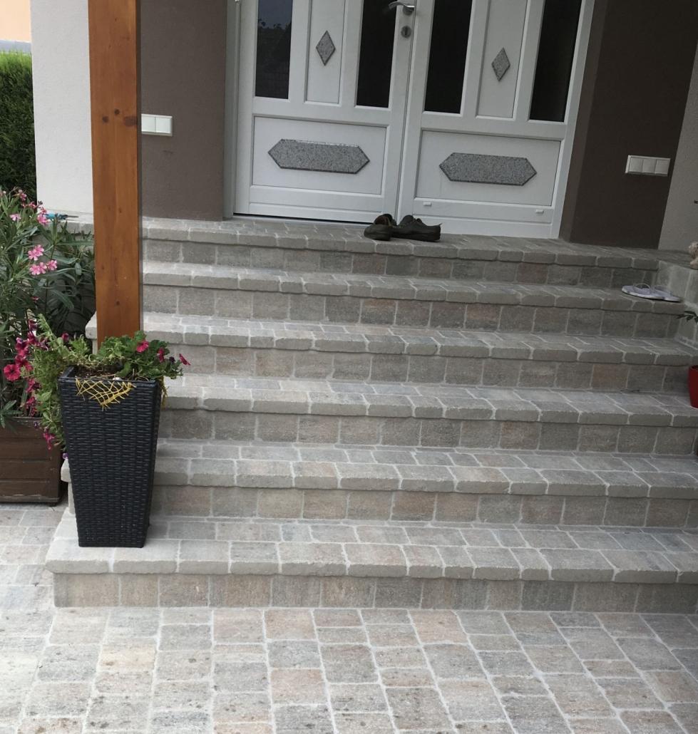 Eingangstreppe aus Stein
