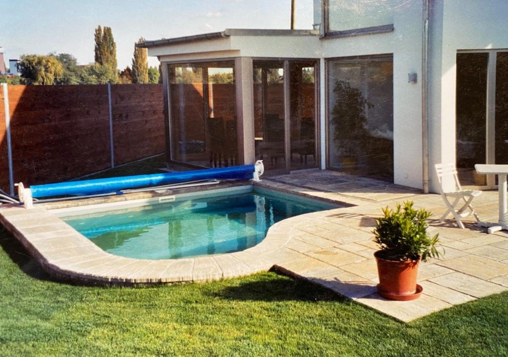 kleiner Styroporstein Pool mit Folienverkleidung