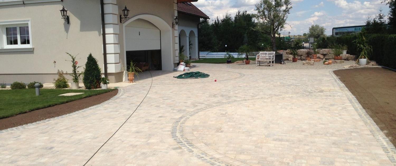 Pflasterung Einfahrt und Hauszugang - Betonstein mit Granitstein Einfassung