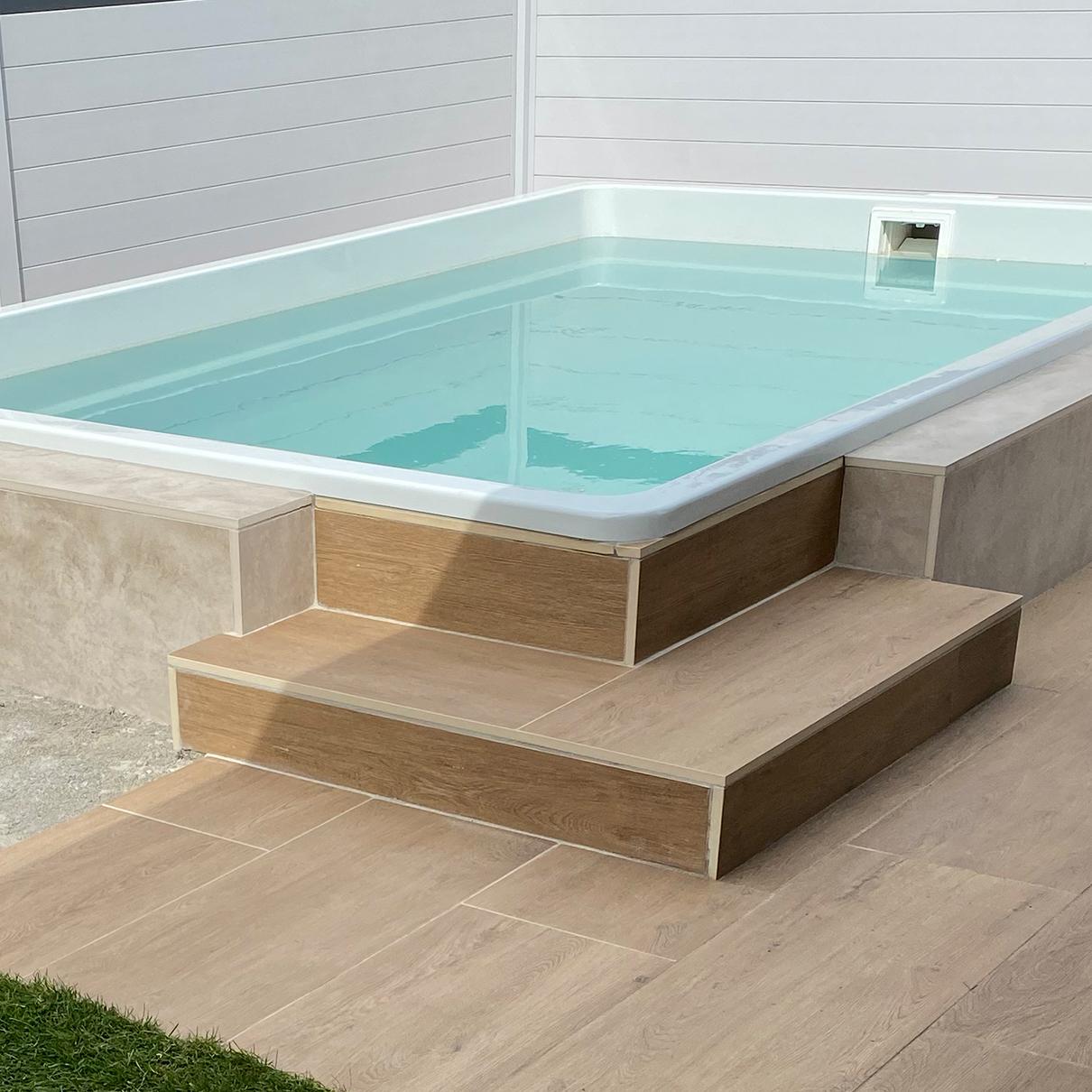 Pool mit Steintreppe